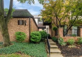 In Contract Upper Arlington, 43221, 2 Bedrooms Bedrooms, ,2.5 BathroomsBathrooms,Home,For Sale,In Contract,1067